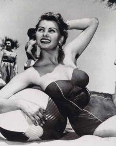 Sophia-Loren-beach