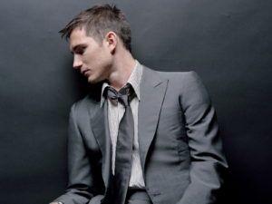 man-in-grey-suit_wallpapers_11681_1600x1200