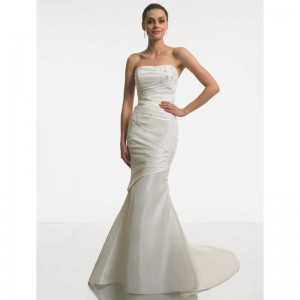 simple-strapless-mermaid-style-taffeta-wedding-dress