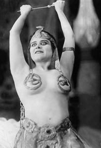 Theda-Bara-as-Cleopatra-19171