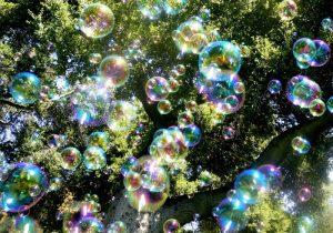Soap_bubbles-800x559