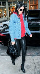 kendall-jenner-street-style-moletom-jaqueta-jeans